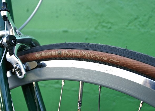 Continental Bicycle Tires >> The Continental Grand Prix Classic comes with a brown sidewall in 25mm.